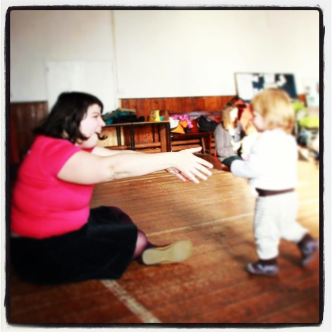 A happy toddler in french singing sessions Les Petits Zouzous in Bristol